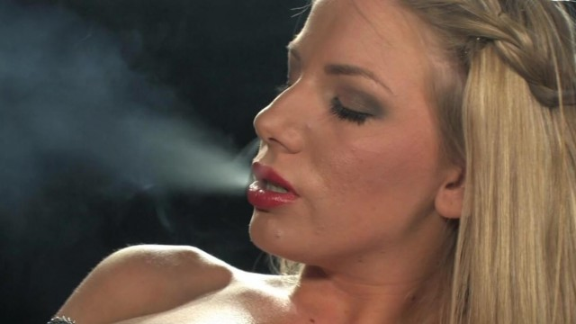 Sex machine - Machine fucks blonde while she smokes Video thumb #12