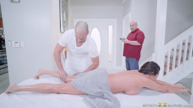 Brazzers cuckold husband leaves wife to be nailed at massage