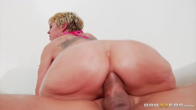 Short-Haired Mature Slut Gags On Thick Rod Before Anal Video thumb #10