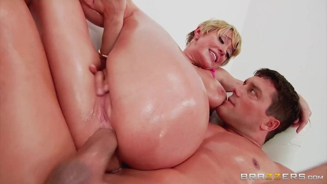 Short-Haired Mature Slut Gags On Thick Rod Before Anal Video thumb #17
