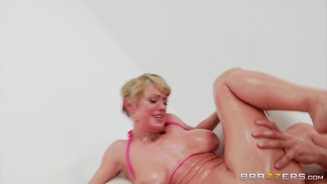Short-Haired Mature Slut Gags On Thick Rod Before Anal Video thumb #18