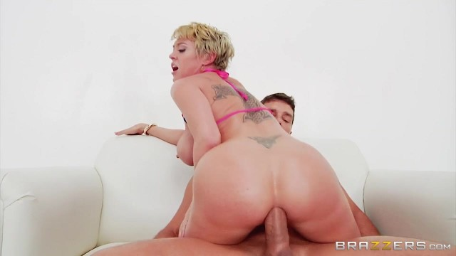 Short-Haired Mature Slut Gags On Thick Rod Before Anal Video thumb #6