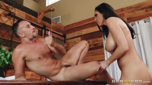 Veronica Rayne - Brunette MILF destroyed by massive cock Video thumb #12