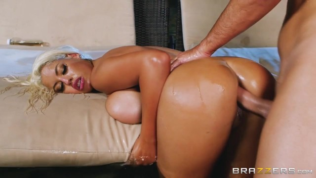 Bridgette B gets her asshole fucked by Keiran Lee