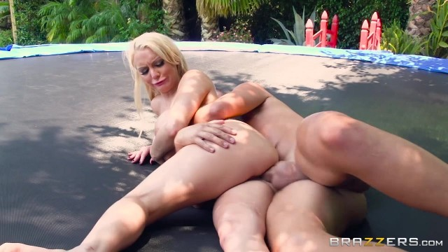 Kenzie Taylor doing anal on the trampoline Video thumb #12
