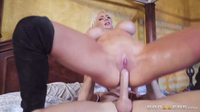 Muscular Johnny Sins bangs Nicolette Shea hot pussy