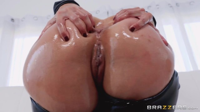 Keiran Lee fucks Kelsi Monroe in the ass with his 10 incher Video thumb #0