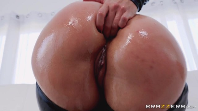 Keiran Lee fucks Kelsi Monroe in the ass with his 10 incher