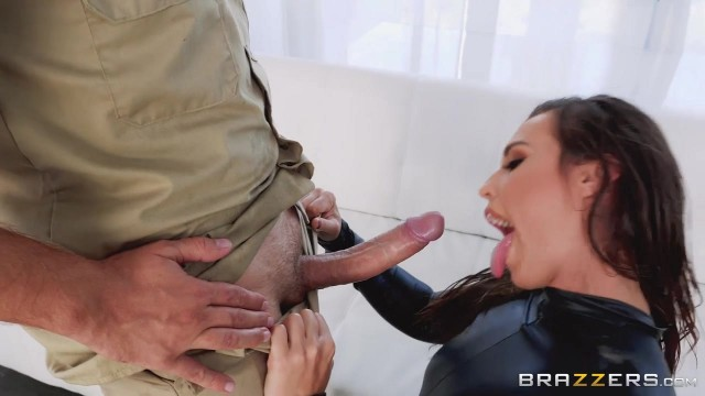 Keiran Lee fucks Kelsi Monroe in the ass with his 10 incher Video thumb #2