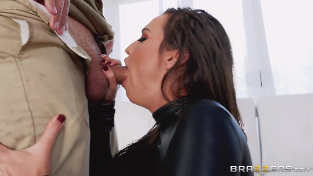 Keiran Lee fucks Kelsi Monroe in the ass with his 10 incher Video thumb #4