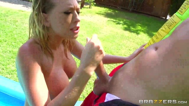 Linn Karter oudoor anal sex by the pool Video thumb #5