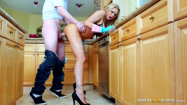 Briana Banks fucked by big cock while cleaning Video thumb #9