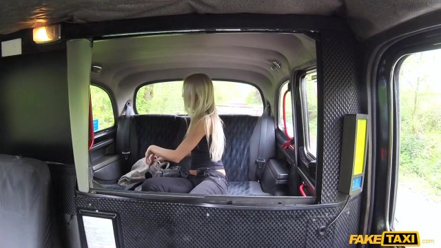 Karol Lilien deceived to have sex in Fake Taxi Video thumb #1