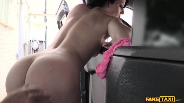 Jasmine Lau flashes her ass to fake taxi driver to get fucked Video thumb #17