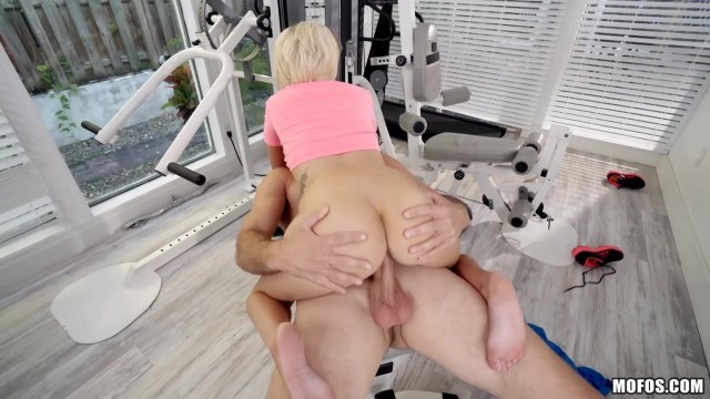 Petite naughty punk Pressley Carter gags on huge dong Video thumb #7