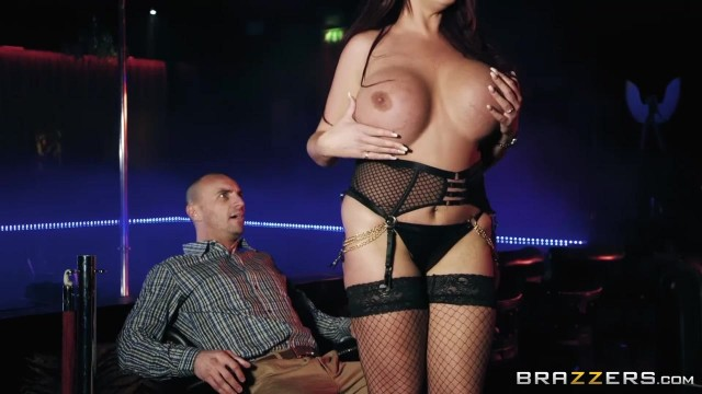 Brazzers - Huge Melons MILF Emma Butt Seduces Guy Striptease Club