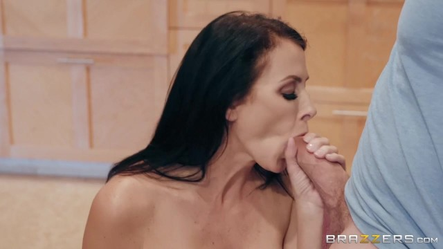 Sending Stepmom's Nudes with Kyle Mason and Reagan Foxx Video thumb #4
